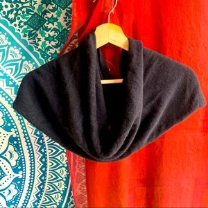 TOLAGA BAY 100% cashmere shrug in black
